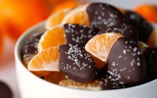Как приготовить фрукты в шоколаде и карамели