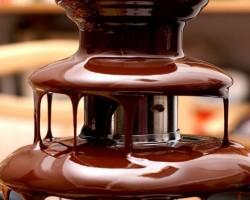 Шоколадный фонтан: кушать или любоваться?