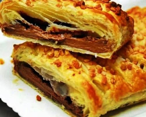 Шоколадка запеченная в слоеном тесте пошаговый рецепт с фото