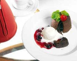 Простой рецепт приготовления шоколадных маффинов с жидкой начинкой