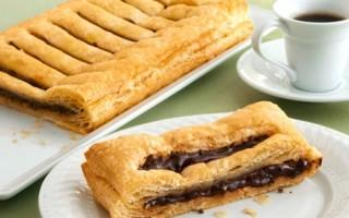 Рецепт с фото вкусного и очень сочного шоколада в слоеном тесте