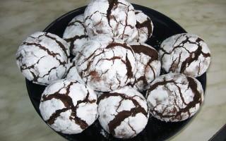 Рецепт вкусного шоколадного печенья с трещинками