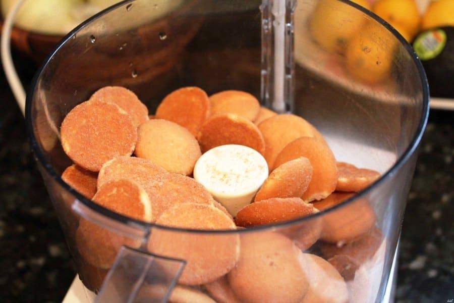 Размельчить печенье в блендере
