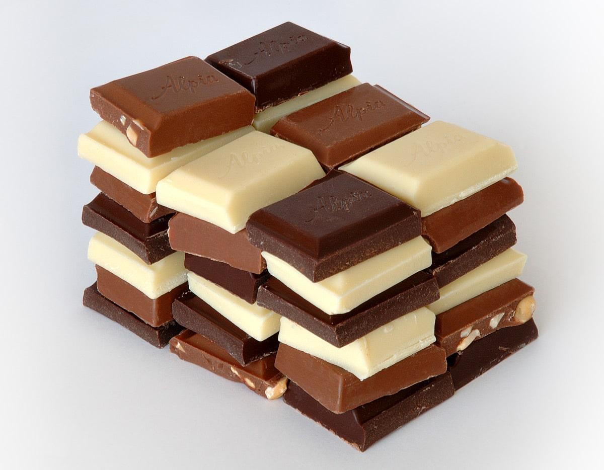 Белый и черный шоколад
