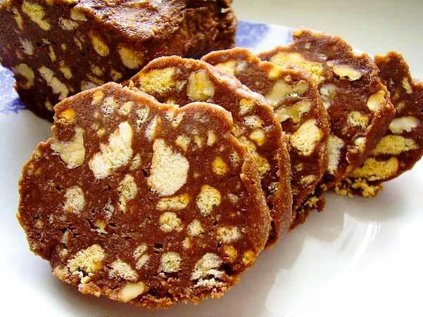 Колбаска шоколадная из печенья и какао